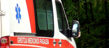 """Vilniuje susidūrė du """"Volvo"""" – keturi žmonės ligoninėje"""