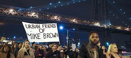 Išteisinus policininką, nušovusį juodaodį Michaelą Browną, Niujorke žmonės susirinko į demonstraciją