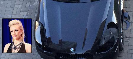 Vilijos Pilibaitytės-Mios naująjį BMW X6 nuniokojo vagys: išpjovė žibintus