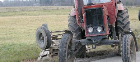 Akmenės rajone žuvo traktorininkas