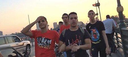 Eksperimentas: kaip jaučiasi moteris, eidama Kairo gatve?