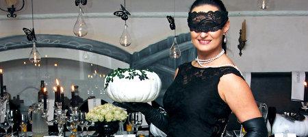 Inga Budrienė Helovino vakarėliui moliūgus papuošė nėriniais