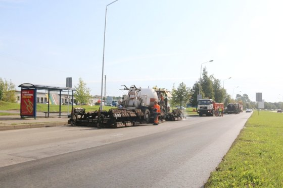 Šią savaitę keliomis pamainomis Kaune dirbantys kelininkai kapitaliai tvarko Šiaurės pr. atkarpą