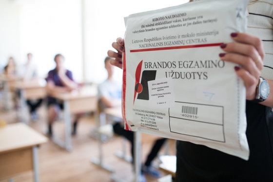 Karolinos Pansevič nuotr./Antradienį šalies abiturientai laiko valstybinį istorijos brandos egzaminą