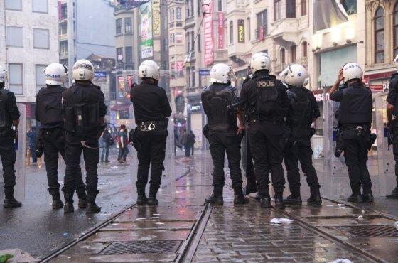 """AFP/""""Scanpix"""" nuotr./Žmonės protestais išreiškia nepasitenkinimą Turkijos valdžia po tragiškos nelaimės Somos šachtoje"""