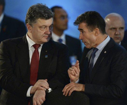 """""""Reuters""""/""""Scanpix"""" nuotr./Petro Porošenka ir Andersas Foghas Rasmussenas"""
