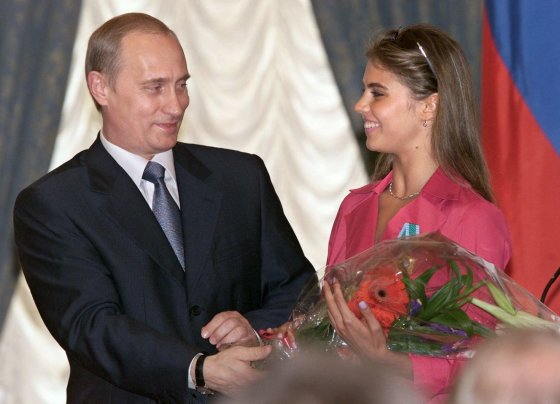 "AFP/""Scanpix"" nuotr./Vladimiras Putinas ir Alina Kabajeva (2001 m.)"