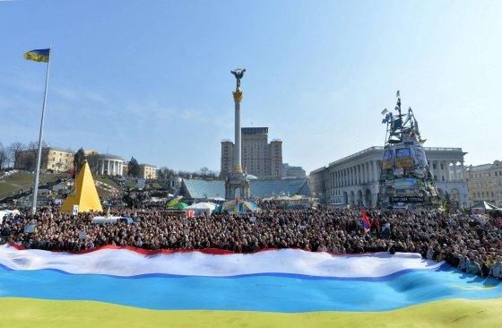 """AFP/""""Scanpix"""" nuotr./Mitingas Maidano aikštėje"""