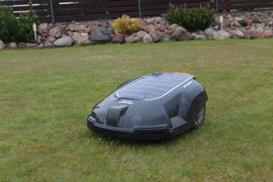 Robotas Albinas prižiūri 20 arų veją