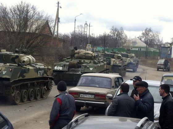 """""""Reuters""""/""""Scanpix"""" nuotr./Rusija traukiniais veža karinę techniką prie Ukrainos sienos"""
