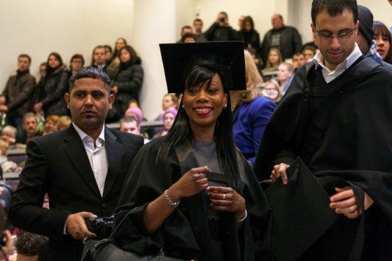 Vidmanto Samuolio nuotr/Keisha Laraine Ingram gauna pirmąjį magistro diplomą Lietuvoje