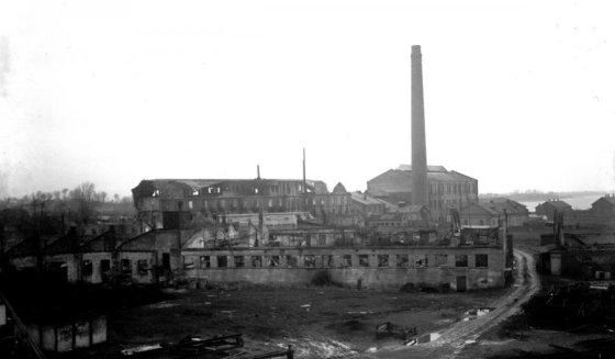 Stasio Ivanausko/Šiaulių Aušros muziejaus archyvo nuotr./Frenkelio odų fabriko Šiauliuose griuvėsiai (1945 m.)