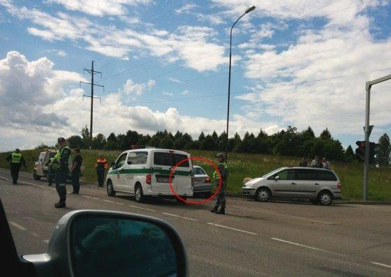 Dariaus L. nuotr./facebook.com/pagalbavairuotojams/Sudaužytas BMW automobilis įvykio vietoje