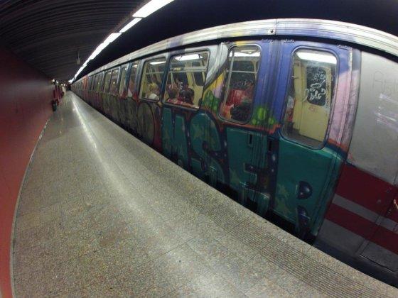 Bukarešto metro, išpieštas grafičiais