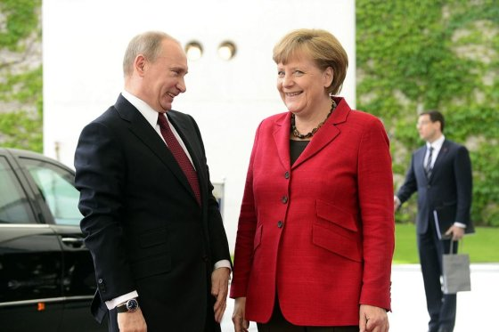 """AFP/""""Scanpix"""" nuotr./Rusijos prezidentas Vladimiras Putinas ir Angela Merkel"""
