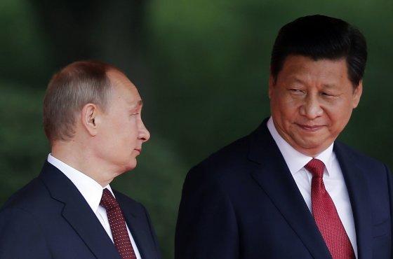 """""""Reuters""""/""""Scanpix"""" nuotr./Rusijos prezidentas Vladimiras Putinas ir Kinijos prezidentas Xi Jinpingas"""