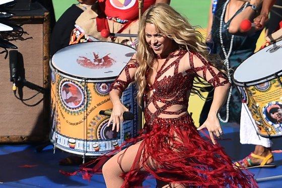 """AFP/""""Scanpix"""" nuotr./Shakira Pasaulio futbolo čempionato uždarymo ceremonijoje"""