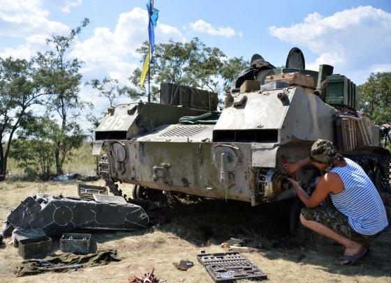 """AFP/""""Scanpix"""" nuotr./Ukrainos karys taiso tanką"""