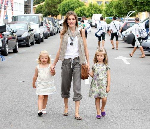 """Scanpix""/""Sipa Press"" nuotr./Princesė Letizia su dukromis Sofia ir Leonor"