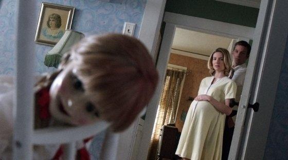 """""""ACME Film"""" archyvo nuotr./Annabelle Wallis ir Wardas Hortonas filme """"Anabelė"""""""