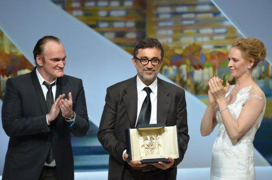 """AFP/""""Scanpix"""" nuotr./Turkų režisierius Nuri Bilge Ceylanas su Quentinu Tarantino ir Uma Thurman"""