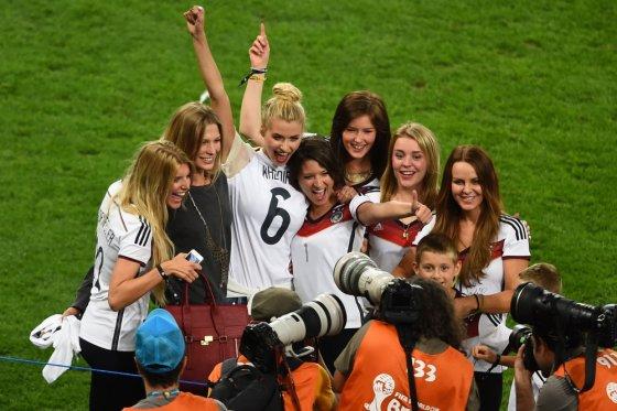"""AFP/""""Scanpix"""" nuotr./Vokiečių futbolininkų mylimosios"""