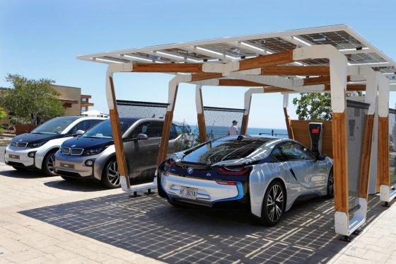 BMW nuotr./BMW elektromobilių įkrovimo stotelės vizija