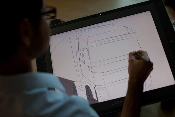"""""""Volvo trucks"""" nuotr./Didelė darbo dalis """"Volvo Trucks"""" studijoje atliekama naudojant skaitmeninius įrankius"""
