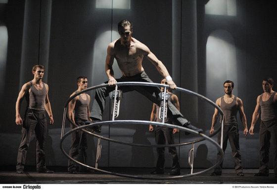 "Cirko nuotr./""Cirque Éloize"" pasirodymo akimirka"