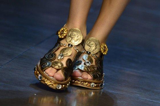"AFP/""Scanpix"" nuotr./Gremėzdiškos basutės – ""Dolce and Gabbana"" kolekcija"