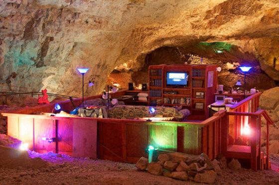 "gccaverns.com/media//""Grand Canyon Caverns Suite"" viešbučio kambarys"