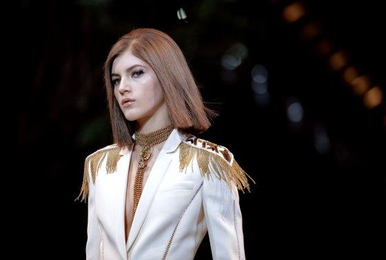 """""""Scanpix"""" nuotr./""""Versace"""" 2014-2015 m. rudens-žiemos kolekcija Milano mados savaitėje."""