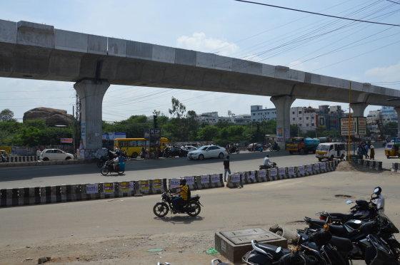 K.Barecko nuotr./Tiesiamas Hyderabado metro, kurio didelė dalis eis virš žemės