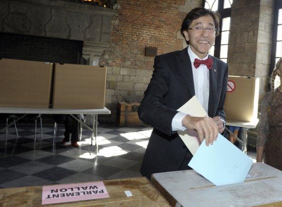 """""""Reuters""""/""""Scanpix"""" nuotr./Balsuoja Belgijos ministras pirmininkas Elio Di Rupo"""