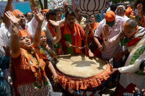 """""""Scanpix"""" nuotr./BJP rėmėjai švenčia pergalę"""