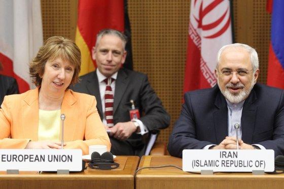 """AFP/""""Scanpix"""" nuotr./ES atstovė Catherine Ashton ir Irano užsienio reikalų ministras Mohammadas Javadas Zarifas"""