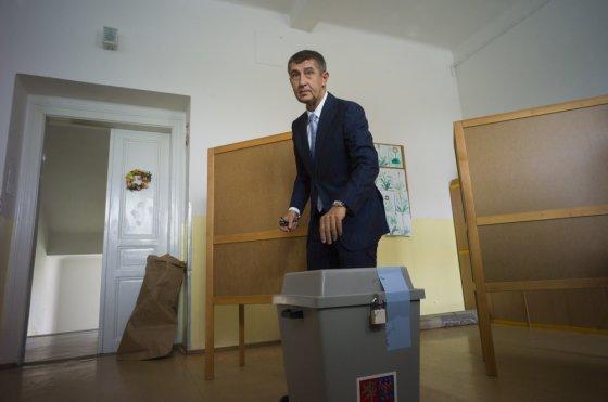 """AFP/""""Scanpix"""" nuotr./Europos Parlamento rinkimuose balsuoja Čekijos finansų ministras"""