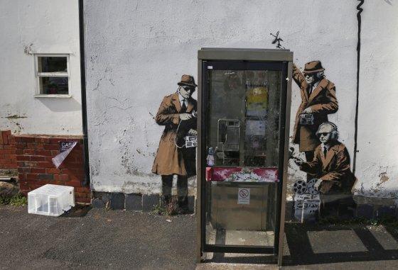 """""""Scanpix"""" nuotr./Grafitis prie Didžiosios Britanijos žvalgybos agentūros GCHQ būstinės"""