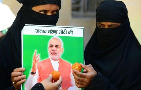 """""""Scanpix"""" nuotr./Narendra Modi turi gerbėjų ir Indijos musulmonų tarpe"""