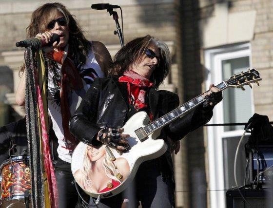 """""""Scanpix"""" nuotr./""""Aerosmith"""" vokalistas Stevenas Tyleris (kairėje) ir gitaristas Joe Perry"""