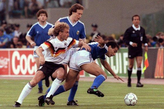 """AFP/""""Scanpix"""" nuotr./Vokietija ir Argentina 1990 metų finale"""