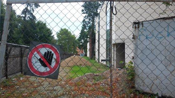 L. Sėlenienės nuotr. /5 mln. litų kainavusi Kretingos biblioteka griūva dar nė nepastatyta