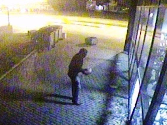 Policijos nuotr. /Vaizdo kameros užfiksavo vandalą Klaipėdoje