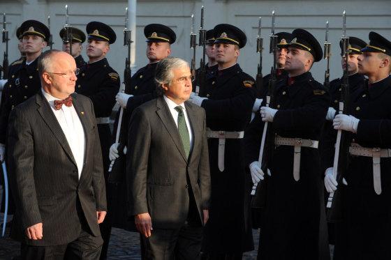 Alfredo Pliadžio nuotr./Juozas Olekas su Portugalijos gynybos ministru Dr. José Pedro Correia de Aguiar-Branco