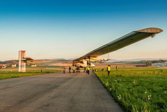 Solar Impulse nuotr./Pirmieji orlaivio techniniai bandymai lauke