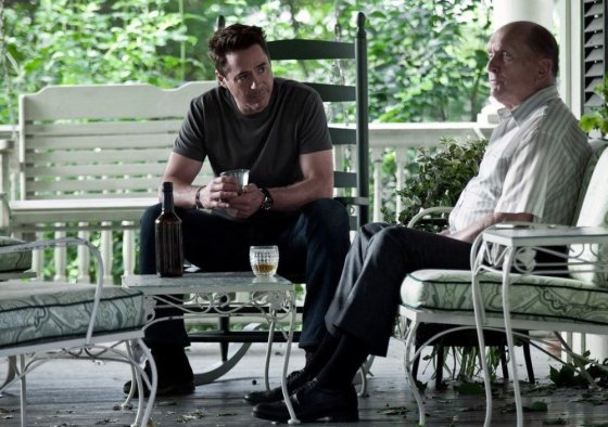 """""""ACME Film"""" archyvo nuotr./Robertas Downey jaunesnysis ir Robertas Duvallis filme """"Teisėjas"""""""