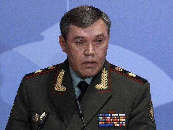 """""""Reuters""""/""""Scanpix"""" nuotr./Apie hibridinį karą Rusijos generalinio štabo viršininkas, generolas V.Gerasimovas prabilo dar 2013 metais."""