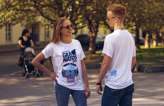 Organizatorių nuotr./Kristinos Kruopienytės kurti marškinėliai