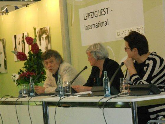 Leipcigo mugėje Antanas A. Jonynas pristato lietuvių poeziją greta latvių dramaturgės Maros Zalite