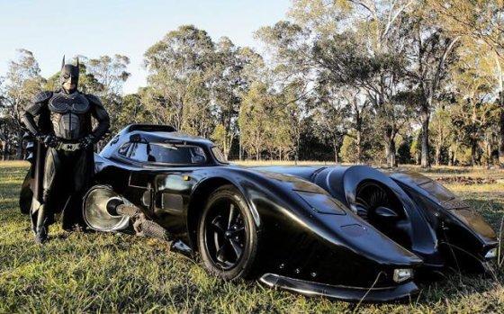 nuotr./Australas pasigamino Betmeno automobilį